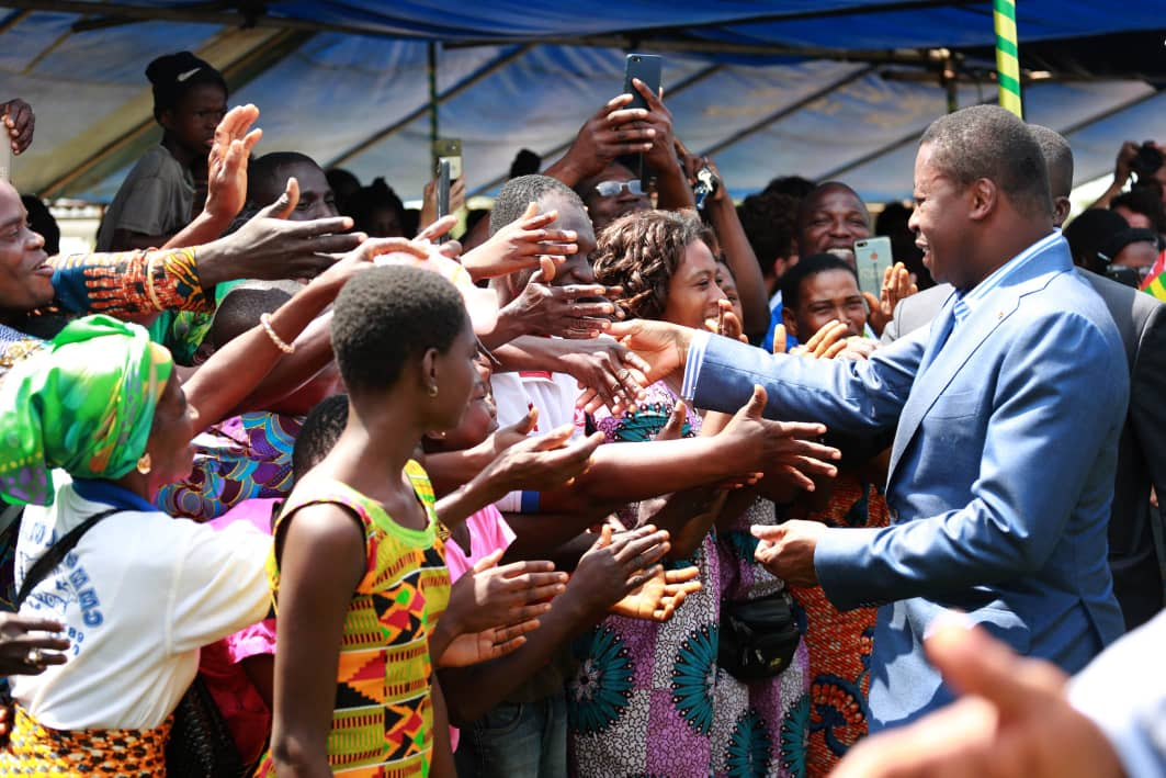 Le chef de l'Etat saluant les populations du Zio Ayizan 2019